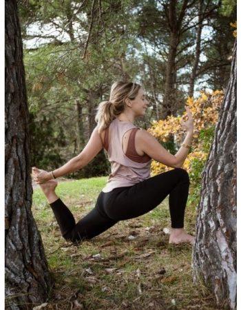 luberonyoga-posture-stephanie-arbres-nature-600x600